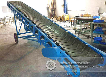 Mobile portable belt conveyor